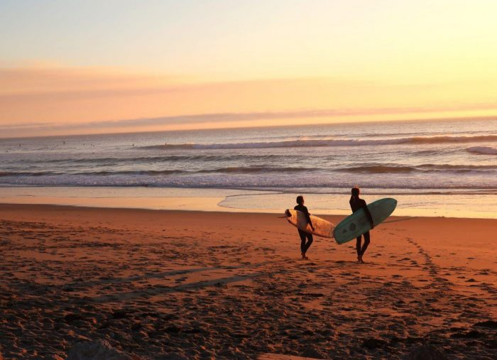 5 Reason to Surf with a Buddy